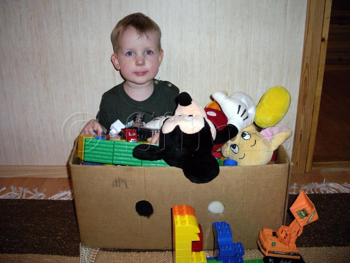 Kahesena mahtusin ma koos mänguasjadega kasti sisse
